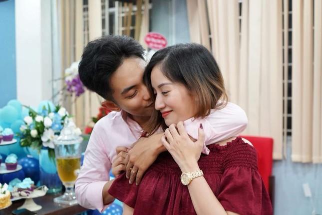 Khánh Thi nén đau sau sinh mổ để tổ chức sinh nhật cho Phan Hiển ảnh 6