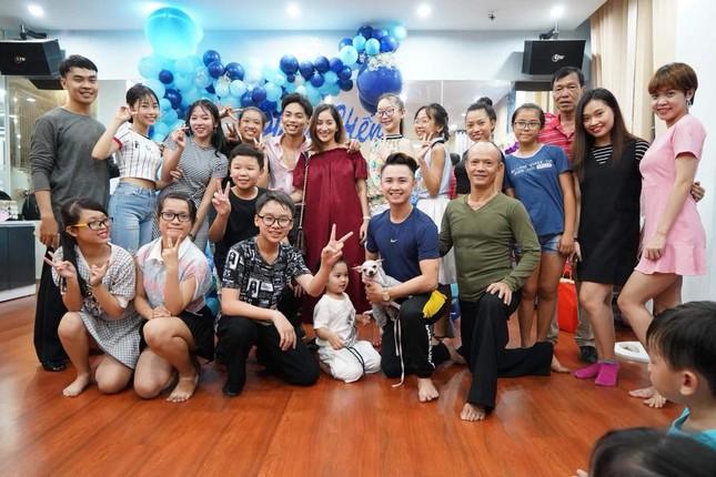 Khánh Thi nén đau sau sinh mổ để tổ chức sinh nhật cho Phan Hiển ảnh 3
