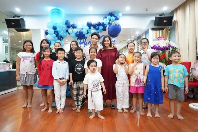 Khánh Thi nén đau sau sinh mổ để tổ chức sinh nhật cho Phan Hiển ảnh 4