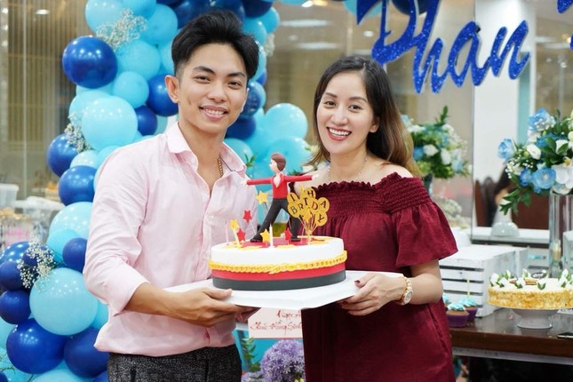 Khánh Thi nén đau sau sinh mổ để tổ chức sinh nhật cho Phan Hiển ảnh 7