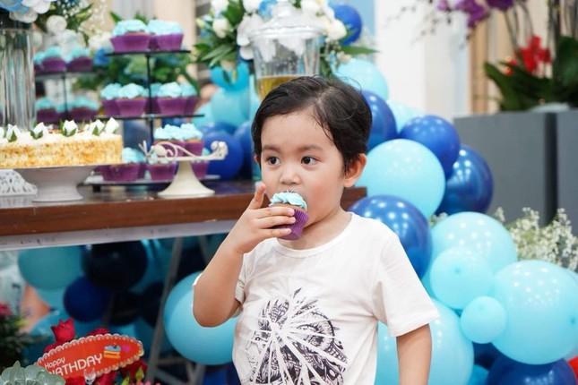 Khánh Thi nén đau sau sinh mổ để tổ chức sinh nhật cho Phan Hiển ảnh 8
