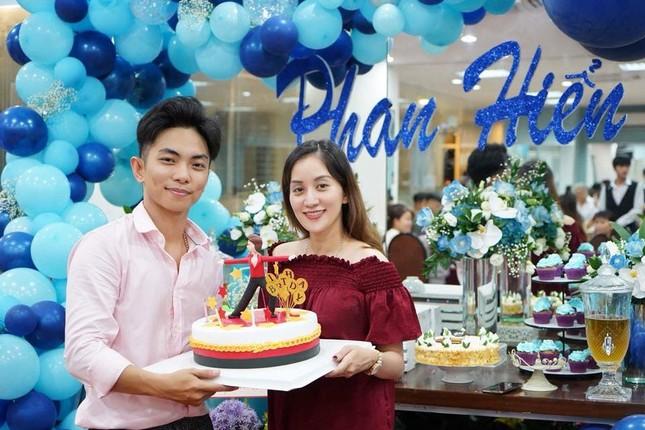 Khánh Thi nén đau sau sinh mổ để tổ chức sinh nhật cho Phan Hiển ảnh 9