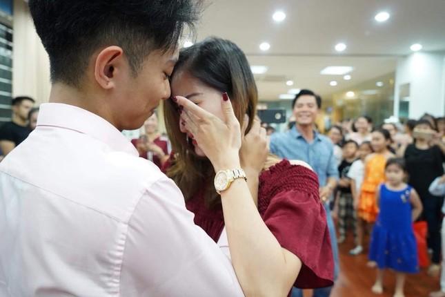 Khánh Thi nén đau sau sinh mổ để tổ chức sinh nhật cho Phan Hiển ảnh 10