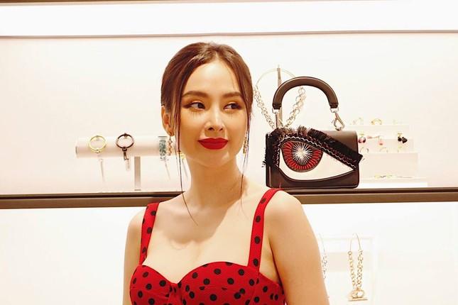 Angela Phương Trinh khoe ngực đầy quyến rũ với váy 2 dây xẻ sâu ảnh 5