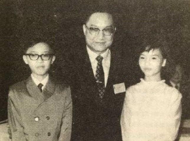 4 con của Kim Dung: Không ai theo nghiệp cha, con cả 'bi thảm' nhất ảnh 2
