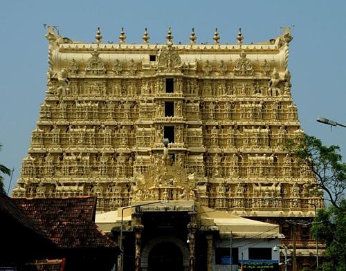 Ngôi đền vàng là một trong những điểm hành hương nổi tiếng ở Ấn Độ. Ảnh: Amusing Planet.