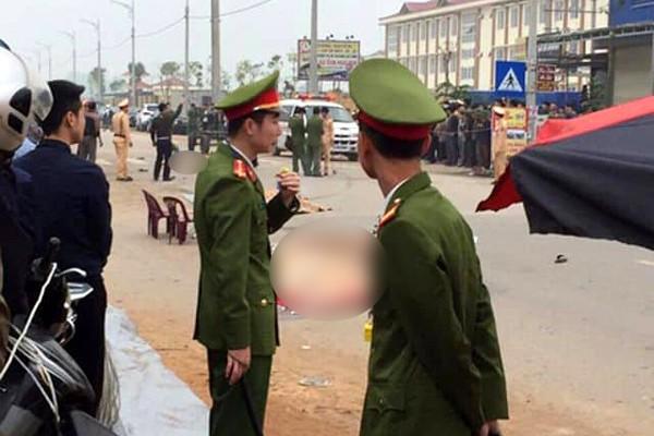 Hãi hùng hiện trường xe khách đâm chết ít nhất 7 người đi đưa tang ở Vĩnh Phúc ảnh 4