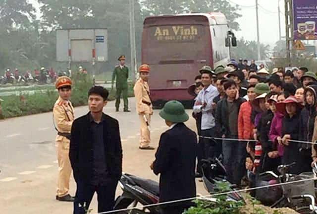 Hãi hùng hiện trường xe khách đâm chết ít nhất 7 người đi đưa tang ở Vĩnh Phúc ảnh 5