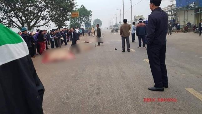 Hãi hùng hiện trường xe khách đâm chết ít nhất 7 người đi đưa tang ở Vĩnh Phúc ảnh 2