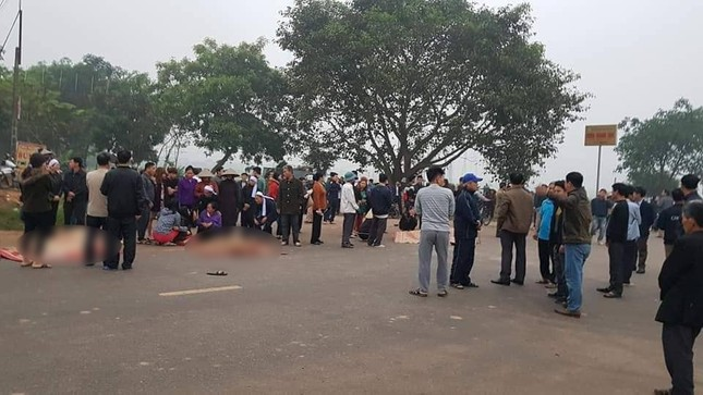 Hãi hùng hiện trường xe khách đâm chết ít nhất 7 người đi đưa tang ở Vĩnh Phúc ảnh 3