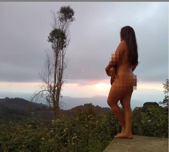 Chụp ảnh khỏa thân phản cảm khắp nơi, blogger du lịch gây phẫn nộ ảnh 5