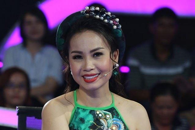 Showbiz 22/6: Bất ngờ với nghề nghiệp của vợ MC Lại Văn Sâm ảnh 6