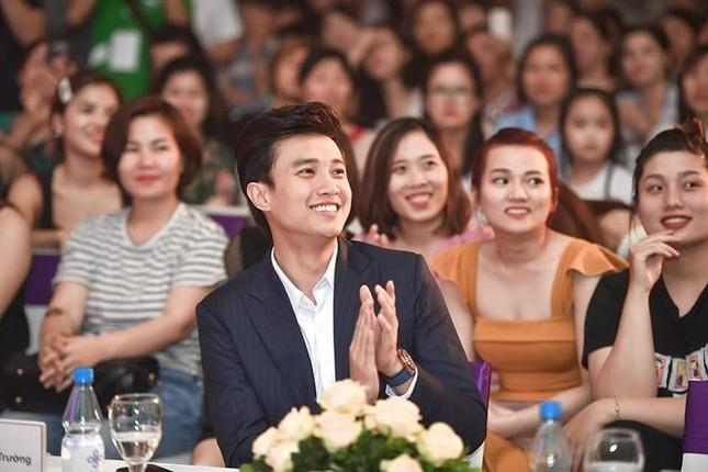 Showbiz 22/6: Bất ngờ với nghề nghiệp của vợ MC Lại Văn Sâm ảnh 4