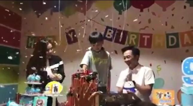 Showbiz 22/6: Bất ngờ với nghề nghiệp của vợ MC Lại Văn Sâm ảnh 5