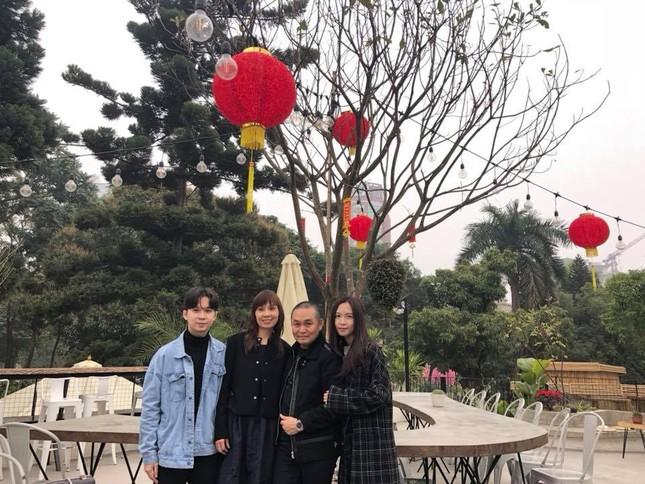 Xuân Hinh chia sẻ ảnh gia đình 'ngày này năm xưa' gây 'sốt' ảnh 9