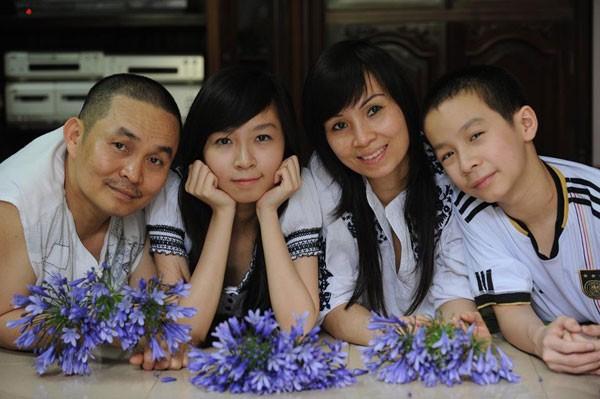 Xuân Hinh chia sẻ ảnh gia đình 'ngày này năm xưa' gây 'sốt' ảnh 4