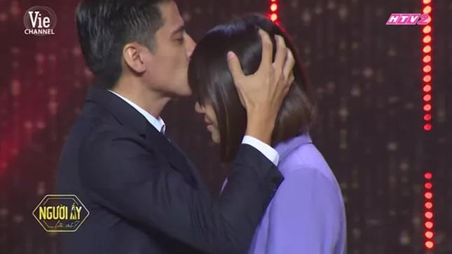 Trấn Thành bật khóc vì chuyện cầu hôn của mình được nhắc lại trên truyền hình ảnh 4