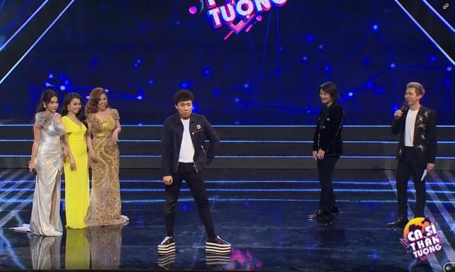 Trấn Thành gặp 'sự cố' trên sân khấu khiến khán giả ôm bụng cười ảnh 3