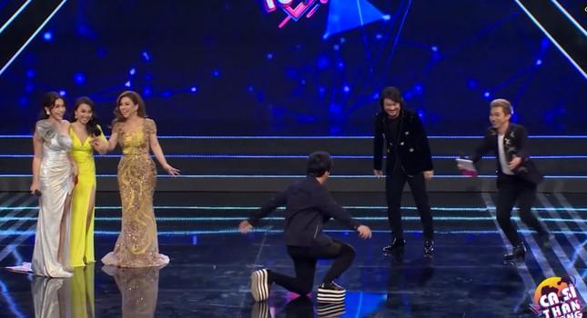 Trấn Thành gặp 'sự cố' trên sân khấu khiến khán giả ôm bụng cười ảnh 4
