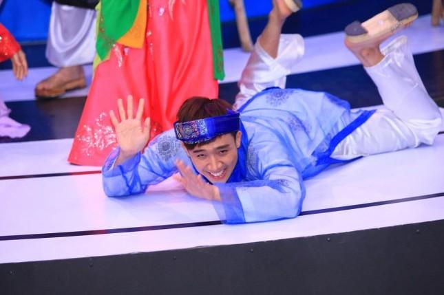 Trấn Thành gặp 'sự cố' trên sân khấu khiến khán giả ôm bụng cười ảnh 7