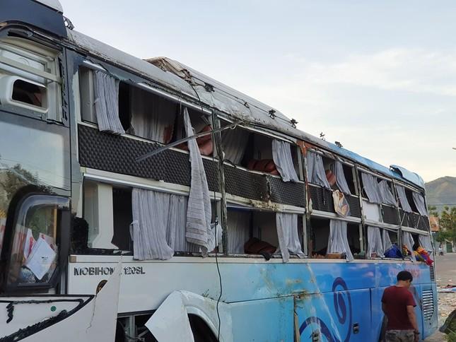 Hiện trường thảm khốc vụ 2 xe giường nằm tông nhau khiến 21 người thương vong ảnh 1