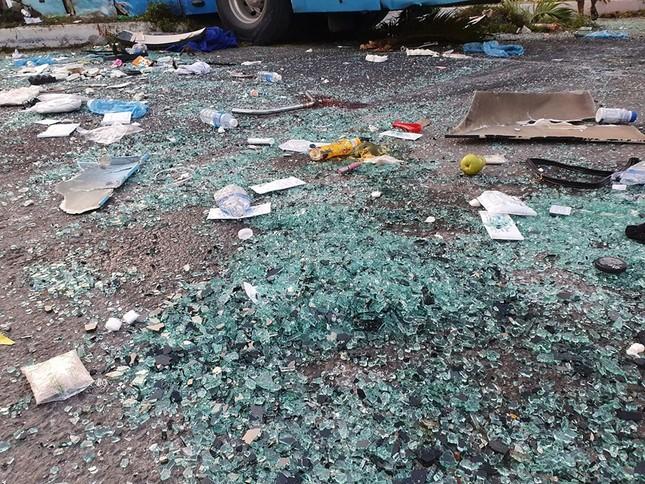 Hiện trường thảm khốc vụ 2 xe giường nằm tông nhau khiến 21 người thương vong ảnh 8