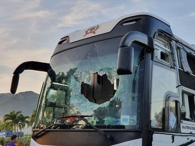 Hiện trường thảm khốc vụ 2 xe giường nằm tông nhau khiến 21 người thương vong ảnh 7