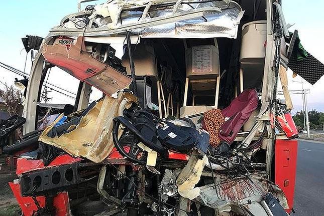 Hiện trường thảm khốc vụ 2 xe giường nằm tông nhau khiến 21 người thương vong ảnh 3