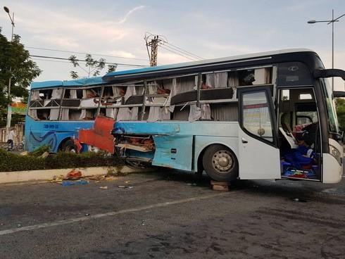 Hiện trường thảm khốc vụ 2 xe giường nằm tông nhau khiến 21 người thương vong ảnh 2