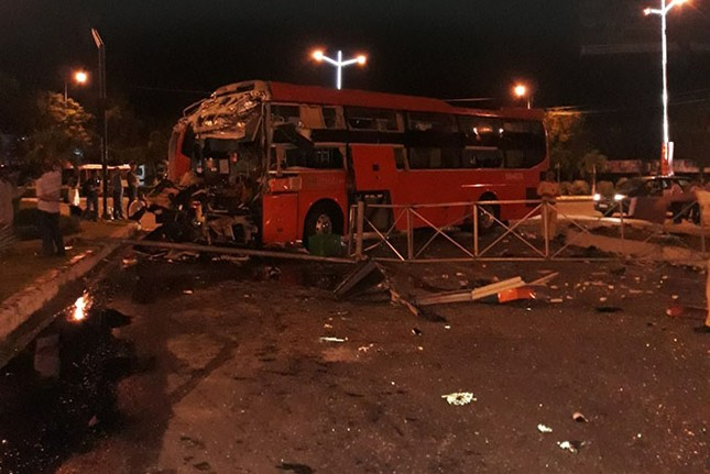 Hiện trường thảm khốc vụ 2 xe giường nằm tông nhau khiến 21 người thương vong ảnh 6