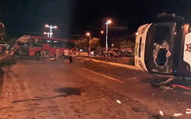 Hiện trường thảm khốc vụ 2 xe giường nằm tông nhau khiến 21 người thương vong ảnh 5