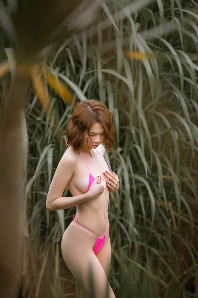 Ngọc Trinh tạo dáng hững hờ với bikini nhỏ xíu, nhận nhiều chỉ trích ảnh 2