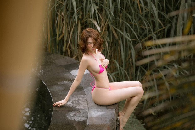 Ngọc Trinh tạo dáng hững hờ với bikini nhỏ xíu, nhận nhiều chỉ trích ảnh 4