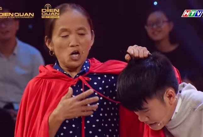 Bà Tân Vlog lại 'đại náo' mạng xã hội và 'chọc' Lê Giang ở 'Thách thức danh hài' ảnh 10