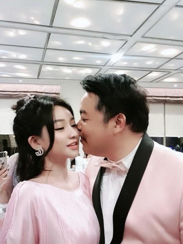 Hot girl bị đồn yêu Quang Lê, là vợ cũ Hồ Quang Hiếu nóng bỏng cỡ nào? ảnh 4