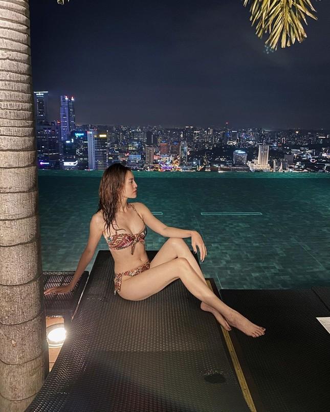 Ninh Dương Lan Ngọc gây 'bão' mạng vì ảnh bikini khoe ngực nóng bỏng ảnh 3