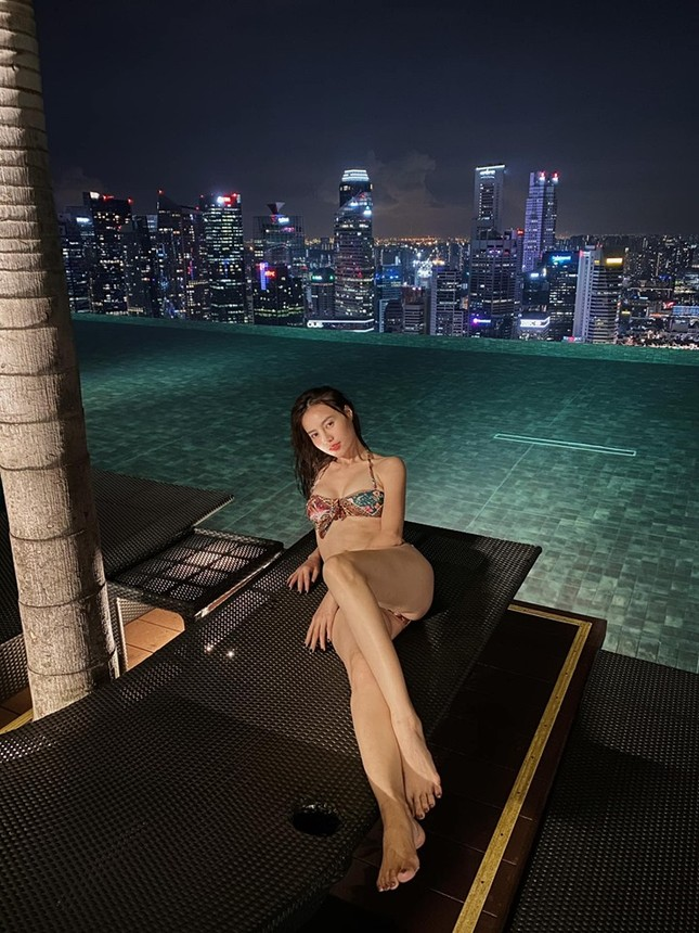 Ninh Dương Lan Ngọc gây 'bão' mạng vì ảnh bikini khoe ngực nóng bỏng ảnh 2