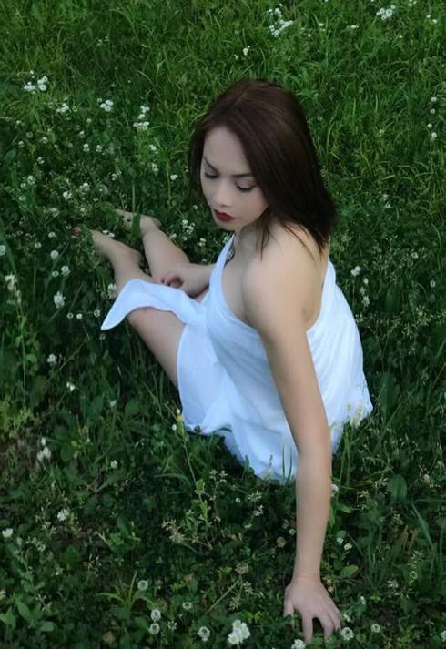 Nhan sắc xinh đẹp và thông tin ít người biết về em gái ruột Hoài Linh ảnh 12