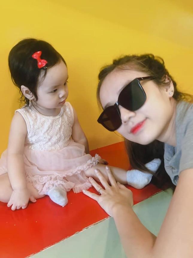 Vợ Hoài Lâm khoe con gái, nói gì khi bị cho coi chồng là cây ATM? ảnh 2