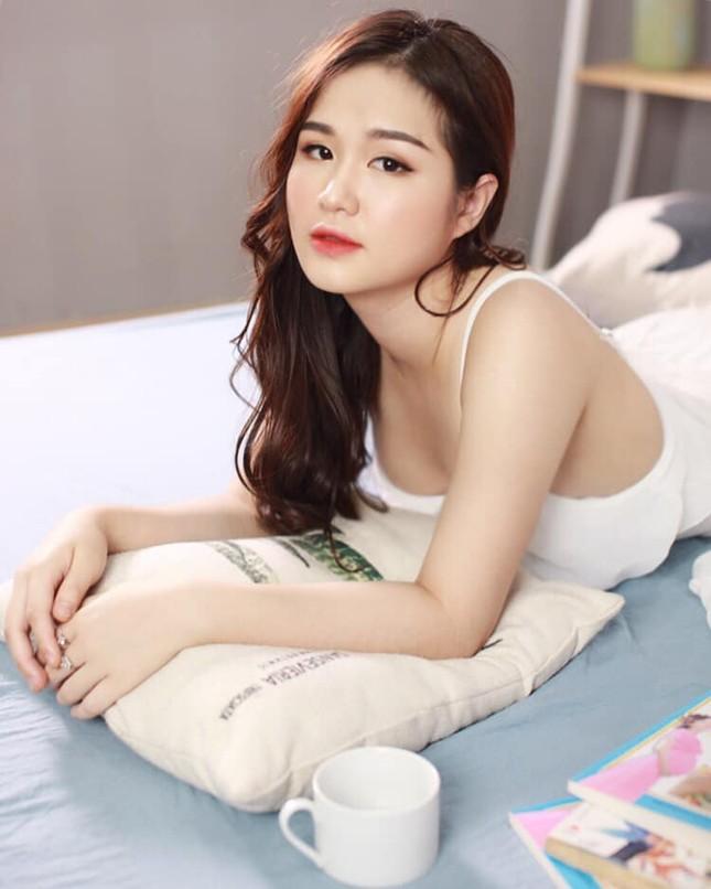 Nhan sắc gợi cảm của hot girl Táo Quân bị đồn là bạn gái tiền vệ Hoàng Đức ảnh 10