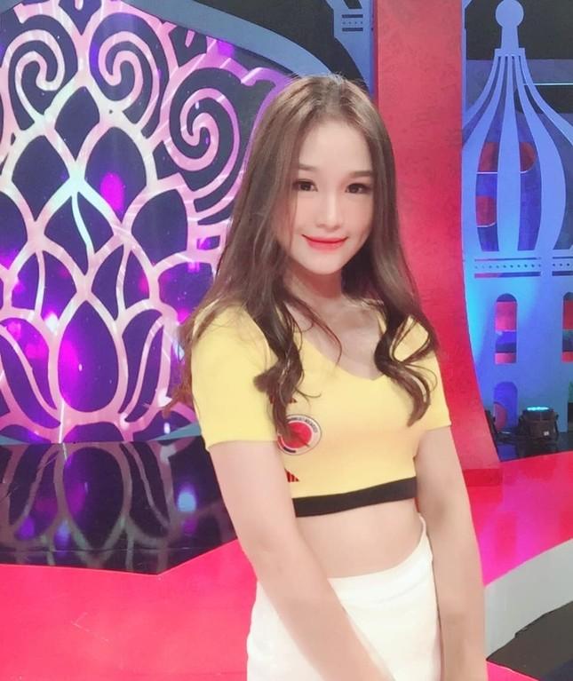 Nhan sắc gợi cảm của hot girl Táo Quân bị đồn là bạn gái tiền vệ Hoàng Đức ảnh 5