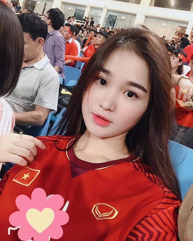 Nhan sắc gợi cảm của hot girl Táo Quân bị đồn là bạn gái tiền vệ Hoàng Đức ảnh 4
