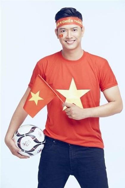 Hoài Linh lần đầu làm điều gây 'sốt' để mừng U22 Việt Nam thắng U22 Campuchia ảnh 8