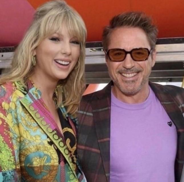 Robert Downey Jr. gây sốc khi ví Taylor Swift với nhện chuyên ăn thịt bạn tình ảnh 1