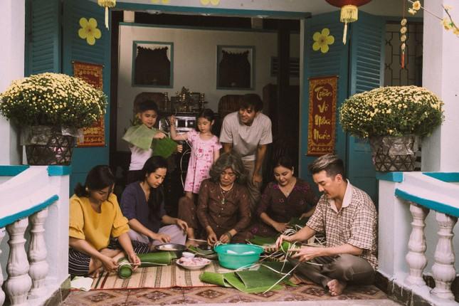 Vũ Hà rưng rưng vì thấy gia đình 4 thế hệ trong dự án Tết của Mr Đàm ảnh 1