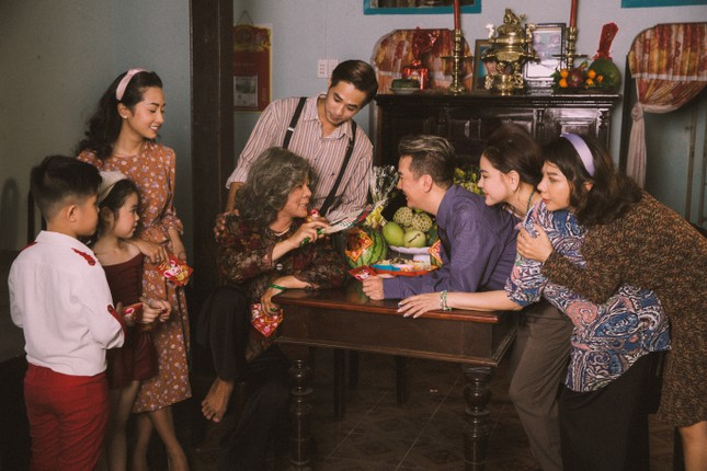 Vũ Hà rưng rưng vì thấy gia đình 4 thế hệ trong dự án Tết của Mr Đàm ảnh 2