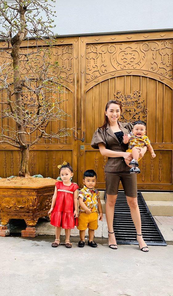 Sao Việt trang hoàng nhà cửa rực rỡ đào mai đón Tết ảnh 5