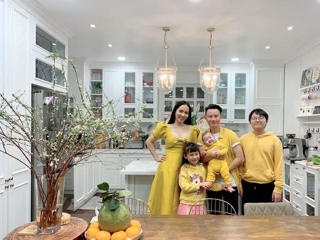 Sao Việt trang hoàng nhà cửa rực rỡ đào mai đón Tết ảnh 7