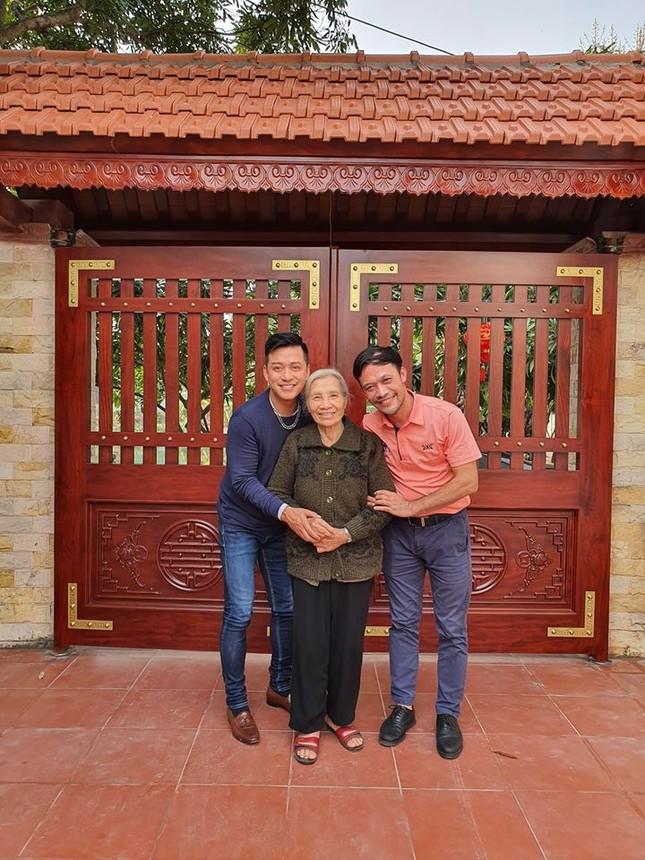 Sao Việt 27 Tết: Bảo Thanh cùng chồng đi chợ sắm đồ, Tuấn Hưng về thăm mẹ ảnh 3