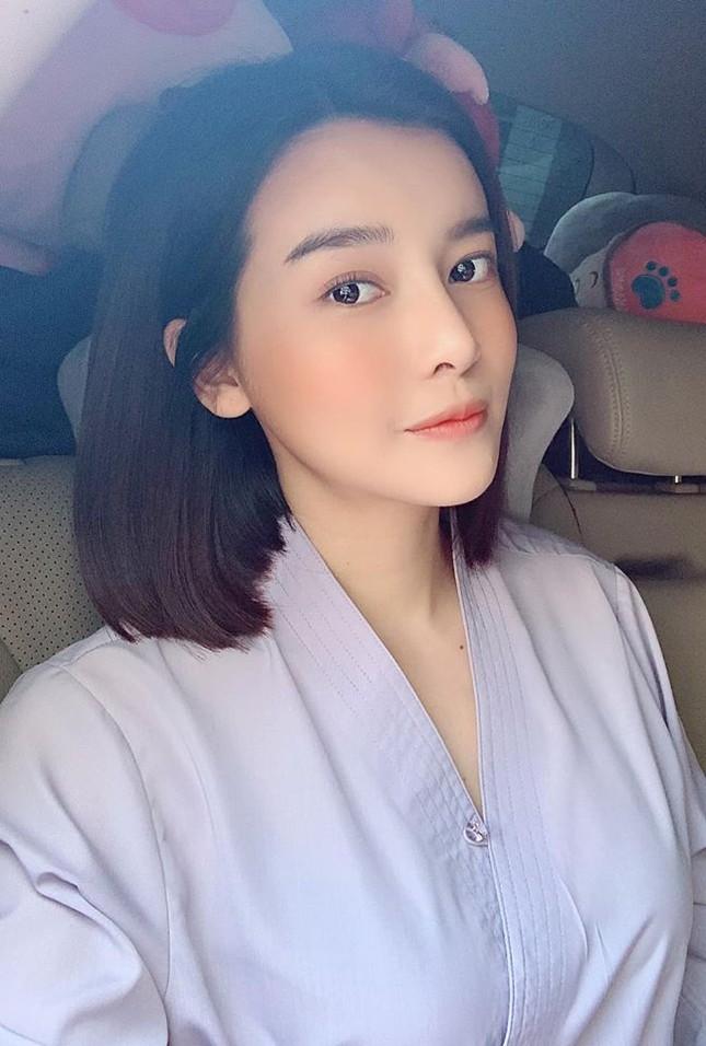 Sao Việt 27 Tết: Bảo Thanh cùng chồng đi chợ sắm đồ, Tuấn Hưng về thăm mẹ ảnh 6